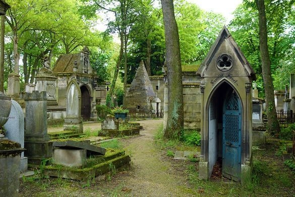Things to do in Paris - Pere Lachaise Cemetery